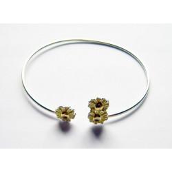 Armband med blommor