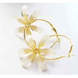 Örhänge med vita blommor
