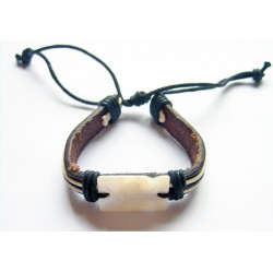 Läderband med kors och ring